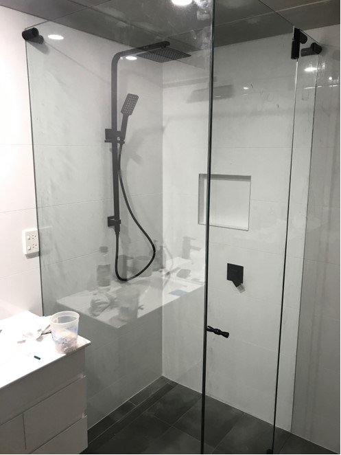 matt black frameless hydroscreen